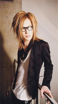 uruha | Tumblr...he is so prretty right here!!!! Uruha-san....my pretty duckling!