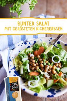 """Eine leichte Mahlzeit mit """"Superfood"""" Power! Ganz besonders fein mit unserem """"Rub me Tender"""" Grillgewürz und als Highlight: geröstete Kichererbsen. #rubmetender #grillgewürz #bbq #grillsalz #salat #bowl #superfood #geesundessen #gesundeküche #rezepte #gesunderezepte #gewürz #spice #vegan Salat Bowl, Bbq, Superfood, Low Carb, Snacks, Chicken, Meat, Cooking, Food Food"""