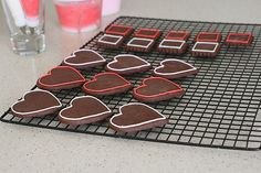 Chocolate-sugar-cookies-and-how-to-marble-royal-icing
