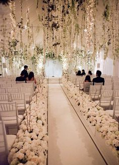 3. Floral ceiling: Look up! Step aside centerpieces; this is the next big thing in flowers. A ceiling comes to life when covered in beautiful blooms.