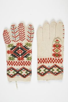 muis.ee- kindad; Estonian knitted gloves/Vigala Knit Mittens, Knitted Gloves, How To Start Knitting, Scarf Hat, Handicraft, Hand Knitting, Wool, Hats, Pattern