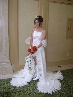 24 Wedding Dress Fails That May Make You Reconsider Marriage Wedding Dress Fails, Worst Wedding Dress, Ugly Wedding Dress, Unusual Wedding Dresses, Wedding Fail, Wedding Dress Gallery, Unique Dresses, One Shoulder Wedding Dress, Wedding Gowns