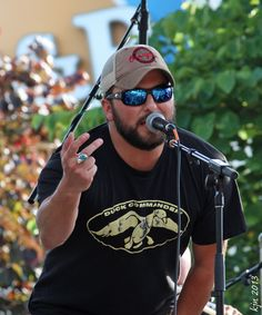 Tyler Farr wearing a Duck Commander shirt :)
