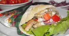 Elkészítési idő: 110 perc Hozzávalók: 8 adag 2 db csirkemell 1 csomag gyros fűszerkeverék 4 ek olívaolaj 1 db kígyóuborka 2 db li... Empanadas, Wok, Fresh Rolls, Hamburger, Curry, Meat, Chicken, Ethnic Recipes, Curries