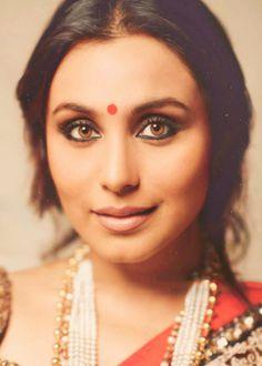 Résultat d'images pour Rani mukherjee Beautiful Bollywood Actress, Most Beautiful Indian Actress, Bollywood Stars, Indian Celebrities, Bollywood Celebrities, Indian Makeup Looks, Rani Mukerji, Indian Goddess, Indian Star