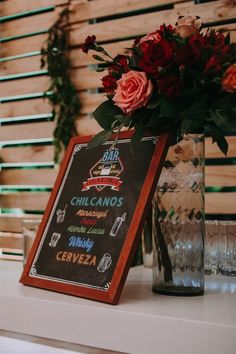 Barra libre de cócteles para conquistar a todos los asistentes del Gran Día.    #Matrimoniocompe #Organizaciondebodas #Matrimonio #Novios #TipsNupciales #CaminoAlAltar #MatriPeru #BodaPeru #BarraDeBebidas #CoctelesDeBoda #WeddingDrinks Pisco Sour, Martinis, Art Quotes, Chalkboard, Table Decorations, Wet Bars, Menu Cards, Chalkboards, Martini