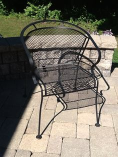 4 wrought iron chairs in Prida's Garage Sale Prida, IL Outdoor Chairs, Outdoor Furniture, Outdoor Decor, Cottage Patio, Wrought Iron Chairs, Furniture Sale, Garage, Home And Garden, Home Decor
