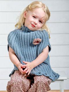 Strik sæsonens sødeste poncho til småpigerne. SNUP IDEEN på: http://stof2000.dk/userfiles/files/pdf/strik/Linea%20opskrift%20rev%202.pdf