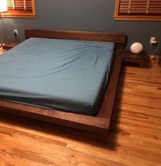 Bed Frame Design, Room Design Bedroom, Bedroom Furniture Design, Modern Bedroom, Japanese Style Bedroom, Japanese Bed, Platform Bed Designs, Wood Platform Bed, Floating Bed Frame