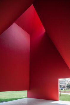 Kulturzentrum in Portugal / Die Kunst sieht rot - Architektur und Architekten - News / Meldungen / Nachrichten - BauNetz.de