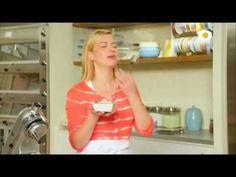 SOLETILLAS O LENGUAS DE GATO ANNA OLSON - YouTube Yolanda Cakes, Anna Olsen, Paula Deen, Cupcake Cookies, Cookie Decorating, Recipies, Pasta Choux, Youtube, Chefs
