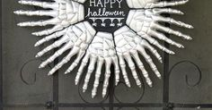 Looking for a perfectly spooky wreath to greet your Halloween guests this year? Check out how I turn inexpensive skeleton hands into a fun and minimal door deco…