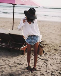 37 Easy Breezy Outfits to wear at the Beach - Beachwear Look Short Jeans, Short Shorts, Cool Outfits, Summer Outfits, Fresh Outfits, Vegas Outfits, Beach Outfits Women Vacation, Bar Outfits, Dress Summer