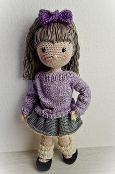 Jetzt Puppe Emily häkeln. Mit ihr kann man super spielen, sie ist aber auch als Dekoration wunderbar. Leg los mit der PDF-Anleitung zum sofortigen Download.