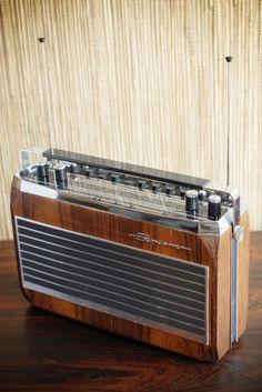 "The most beautiful portable radio EVER! Radionette ""Explorer FM Auto Super DX"" Unfortunately just a photo from the internet so far. Tvs, Televisions, Antenne Fm, Recording Studio Home, Retro Radios, Audio Room, Transistor Radio, Ham Radio, Vintage Designs"