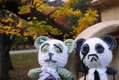 Meet the newest members of my neighborhood....Mr. and Mrs. Panda (sorry guys, I haven't been feeling very creative with names lately, heh). Seeing that the leaves are finally turning around here, Mr. and Mrs. Panda decided to take a spin...