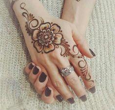 Arabic Henna Designs, Modern Mehndi Designs, Mehndi Design Images, Beautiful Mehndi Design, Latest Mehndi Designs, Mehndi Designs For Hands, Henna Tattoo Designs, Unique Henna, Simple Henna