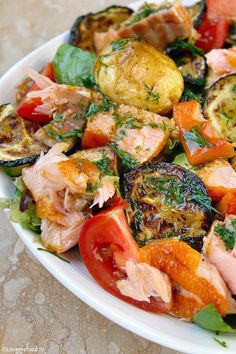 WMF Cutlery And Cookware - One Of The Most Trustworthy Cookware Producers Maaltijdsalade Met Zalm En Honing-Mosterd Dressing 3 Diner Recipes, Fish Recipes, Salad Recipes, Healthy Recipes, Salade Caprese, Fish Dishes, No Cook Meals, Food Inspiration, Easy Cooking