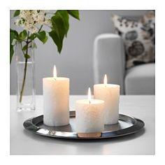 IKEA - KORNIG, Bougie bloc parfumée, lot de 3, Le parfum de roses blanches et de jasmin auquel s'ajoute une touche d'agrume et de musc évoque un jardin rempli de rosiers en fleur.Les bougies conservent leur belle couleur et leur agréable parfum tout le temps où elles se consumment car elles sont teintes dans la masse.