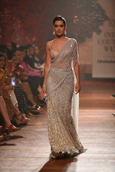 Pakistani Bridal Wear, Pakistani Dresses, Indian Dresses, Indian Outfits, Indian Clothes, Tarun Tahiliani, Saree Designs Party Wear, Lehenga Designs, Saree Blouse Designs