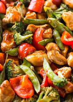Chicken and veggies coated with a sticky sweet chili garlic glaze and baked on a sheet pan. This healthy take on sweet chili chicken is loaded with flavor and Chicken Treats, Healthy Chicken, Chicken Recipes, Sauce Recipes, Sweet Chili Chicken, Asian Chicken, Meal Worms, Creamy Lemon Chicken, Meal Prep Bowls