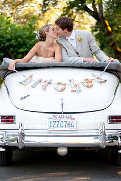 """love this diy """"hitched"""" created by the bride   photo: www.gertrudeandmabel.com  planner: www.stacymccain.com"""