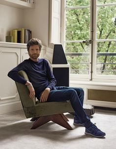 French architect Joseph Dirand acquired his first Prouvé chair at the tender age of 17 and has favored function over form ever since. Tuileries Paris, Joseph Dirand, Kinfolk Magazine, Corporate Portrait, Interior Architecture, Interior Design, Simple Portrait, Pierre Jeanneret, Parisian Apartment