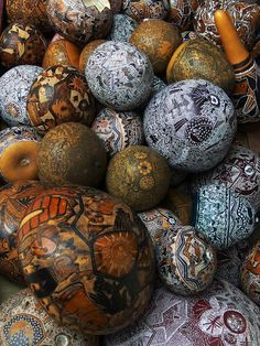 Carved and painted gourds- Ok great inspiration.  I need to get all those gourds out of my garage and start making something artistic with them!