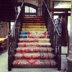 Carpet stair runner from cut area rugs Balustrades, Stair Risers, Stair Railing, Interior Decorating, Interior Design, Hallway Decorating, Carpet Stairs, Hall Carpet, Home And Deco