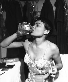Pinner said : wehadfacesthen: Eartha Kitt backstage, I was a grown woman before I realized just how awesome Eartha Kitt was. 50s Glamour, Vintage Black Glamour, Hollywood Glamour, Vintage Beauty, Classic Hollywood, Old Hollywood, Fashion Vintage, Shakira, Afro