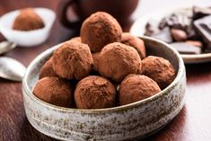 Vegetarian Chocolate Truffles With Raw Cocoa And Dates. Closeup View Of Pile Of Homemade Chocolate Truffles. Chocolate Fit, Vegan Chocolate Truffles, Vegan Truffles, Homemade Truffles, Homemade Chocolate, Vegetarian Chocolate, Bourbon Balls, Ganache, Processed Sugar