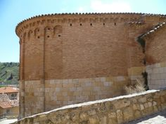 La iglesia de San Juan de Daroca empezó su construcción en el siglo XII en estilo románico, en el lugar donde… http://www.rutasconhistoria.es/loc/san-juan-daroca