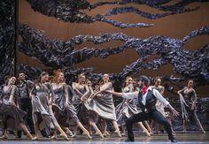 Zorba, el griego. Ballet de Santiago. Zorba: Rodrigo Guzmán. Foto: Patricio Melo.