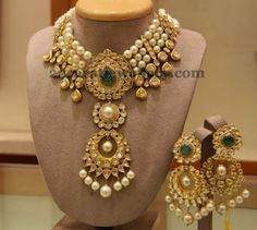Jewellery Designs: Kundan Neck Piece with Hangings