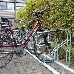 Steeds meer mensen gebruiken de fiets als vervoersmiddel om naar het werk te gaan. bij het grote Duitse mediabedrijf Aschendorff in Münster is dat niet anders. Dochterbedrijf Falco GmbH leverde er o.a. etage fietsenrekken. Om, Bicycle, Vehicles, Bike, Bicycle Kick, Trial Bike, Bicycles, Vehicle