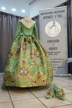 Precioso Valencia Spain, Period Costumes, Folk Costume, Pretty Dresses, French Lady, Gowns, Silk, Sewing, Lace