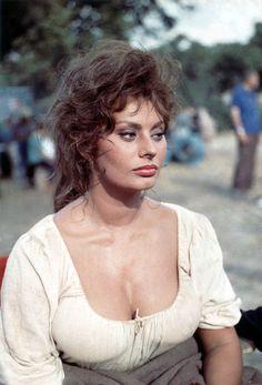Sophia Loren - man of la mancha 1972 Hollywood Glamour, Hollywood Actresses, Classic Hollywood, Old Hollywood, Carlo Ponti, Loren Sofia, Divas, Man Of La Mancha, Sophia Loren Images