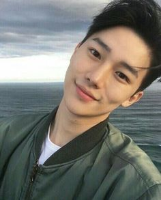 รูปภาพ asian, boy, and ulzzang Korean Boys Ulzzang, Cute Korean Boys, Korean Men, Ulzzang Girl, Cute Asian Guys, Asian Boys, Cute Guys, Hot Asian Men, Beautiful Boys