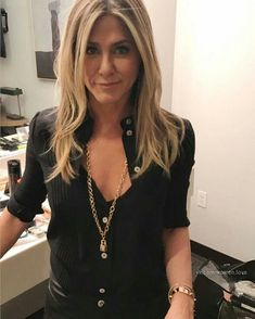 Discover latest Celebrities trends, Jennifer Aniston inspration, style and other ideas to try. Get updated with all Jennifer Aniston news and latest articles including celebrities, fashion, hot trends and much more! Jennifer Aniston Style, Peinados Jennifer Aniston, Jennifer Aniston Hair Color, Jeniffer Aniston, Corte Y Color, Cooler Look, Mode Inspiration, Girl Crushes, Celebrity Style