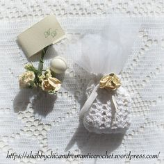 Choosing the perfect wedding party favor can sometimes be difficult and expensive. A classy wedding favor should be elegant and refined, neither too cheap nor too ostentatious, and above all, definitely, not kitsch! A great idea for a DIY wedding favor is a Shell Stitch Crochet Wedding Favor Sachet.
