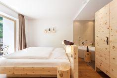 Superiorzimmer Einzelzimmer und Doppelzimmer Luxery im Hotel Rainer Jaufental am Jaufenpass. Urlaub für Ruhesuchende und Naturliebhaber. Kleine 4 Sterne Hotels Südtirol