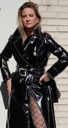 fashion 12 Vinyl Raincoat, Pvc Raincoat, Black Mac, Pvc Skirt, Vinyl Clothing, Long Leather Coat, Leder Outfits, Cool Outfits, Fashion Outfits