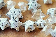 Régi hírek új köntösben- a legszebb újságpapír dekorációk!,  #berendezés #csillag #csináldmagad #DIY #füzér #inspiráció #könyve #koszorú #lámpa #nyomtatott #olló #origami #ötletes #otthon24 #papír #pillangó #ragasztó #siker #technika #tükör #tűzés #újrahasznosítás #újságpapír #virág, http://www.otthon24.hu/regi-hirek-uj-kontosben-a-legszebb-ujsagpapir-dekoraciok/