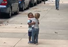 Toddler Best Friends Hug Like They Haven't Seen Each Other For Years When It's Actually Just Been 2 Days Kids Hugging, Friends Hugging, Best Friend Hug, Two Best Friends, Cute Toddlers, Cute Kids, Hug Gif, Kids News, Great Love Stories