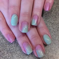 Such a pretty color combo for spring. #ombrenails #ombrenailart #cndshellac #cndpigments #gelnailart #nailsofinstagram #nailart #nailartofficial #mintconvertible #nailpromagazine #nailprodigy #scra2ch #naturalnails by luvr_of_nails