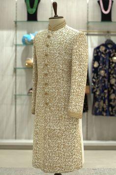 Mens Wedding Wear Indian, Sherwani For Men Wedding, Wedding Dresses Men Indian, Sherwani Groom, Indian Groom Wear, Tuxedos, Engagement Dress For Groom, Wedding Outfits For Groom, Groom Wedding Dress
