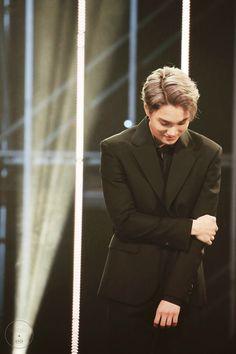 Aww why is Jonginnie by himself. Chen, Kim Kai, Park Hyung, Asia Artist Awards, Kim Jongin, Korean Couple, Exo K, Lee Joon, Ji Chang Wook
