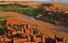Il vero sud del #Marocco, toccando la sua natura incontaminata, le belle architetture di terra preziose come gioielli, la vita dei suoi villaggi dai ritmi secolari... Marhabah Bikum (Benvenuti)! http://marocco.universoviaggi.com/it_IT/tab/31651_marrakech-e-il-grande-sud-valli-e-oasi.html