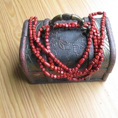 Vintage wooden necklace. All beads are painted in red, the length of the necklace is 50 inches (124 cm).    Please not that jewelry box is not a part