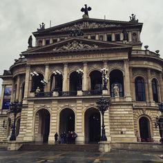 #frankfurt #german #germany #opera #operahouse #art #archporn #archilover #archilovers #architecture #arch #architexture #arkitektur #street #streets #streetphoto #travel #travelling #unique #beautiful #bestoftheday #photooftheday #inspiration #bellezza #citta #travelblog #mylife #european by ruheelga